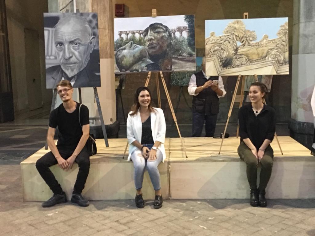 Nella foto i tre Vincitori del premio Katane con al centro la prima classificata